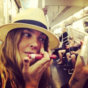 drew-barrymore-on-the-tube-applying-concealer-drew-barrymore-shows-you-how-to-apply-makeup-on-the-tube-beauty-bag-handbag