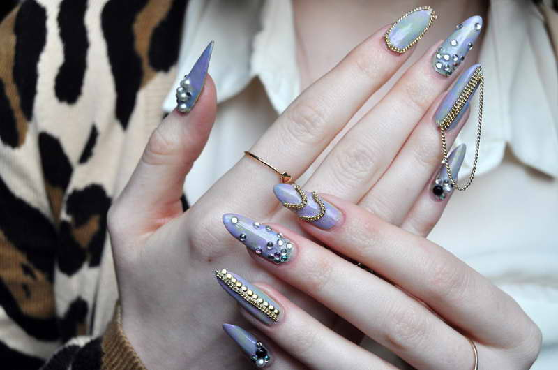 Ghetto-nails-with-gold-color