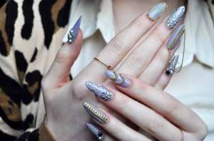 Ghetto-Nails-With-Gold-Color-Decoration