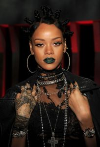 rihanna-green-lipstick-i-heart-radio-awards-w540